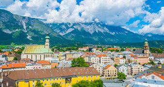 Blick auf die Stadt Hall in Tirol